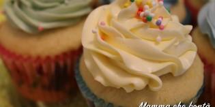 Cupcake allo yogurt, fragole e cocco: ricetta facile