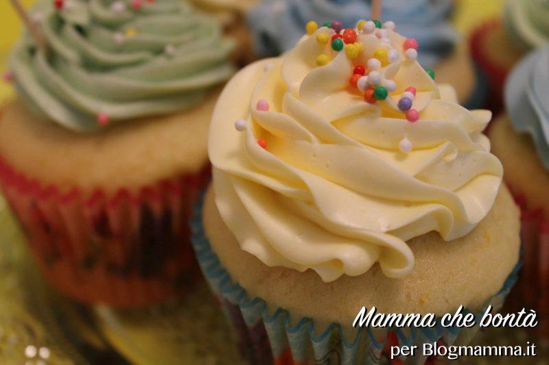 Cupcake allo yogurt, fragole e cocco: ricetta facile_copertina