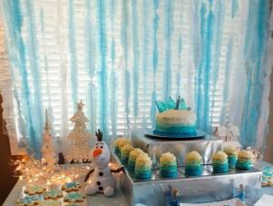 Festa a tema Frozen_festoni in carta crespa