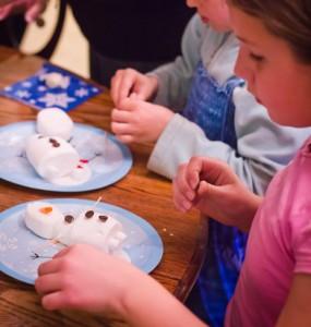 Giochi per una festa a tema Frozen_laboratorio di cucina Olaf