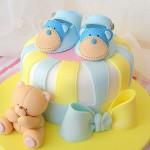 Torte decorate per battesimo_scarpette e orsetto per bambino
