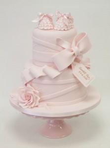 Torte decorate per battesimo_scarpine con fiori