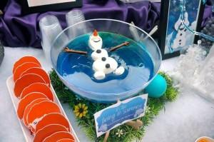 Buffet per una festa a tema Frozen_olaf che nuota