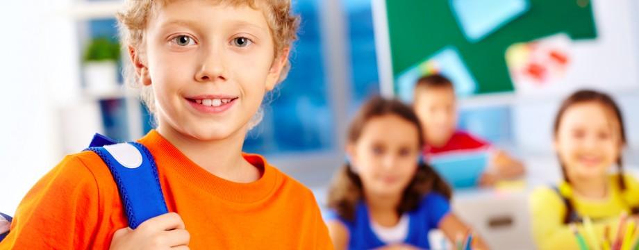 Accessori scuola low cost da comprare online_bambino a scuola