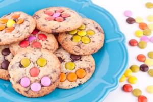 Biscotti facili da fare con i bambini_biscotti con smarties