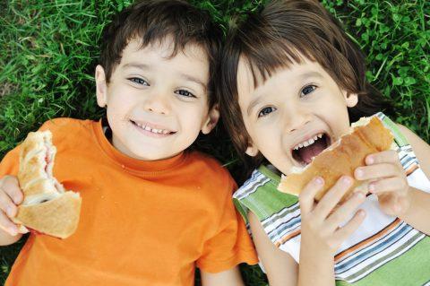 Merende facili per bambini_bambini con panino
