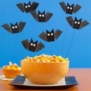 Halloween: pipistrelli fai da te_pipistrelli con materiale di riciclo-pirottini