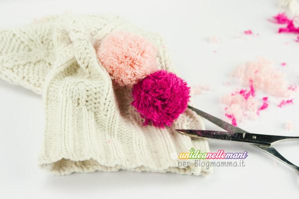 cappellino per bambini con pompon