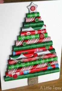 Decorazioni di Natale fai da te con la carta_albero di natale con rotolini di carta e bottoni