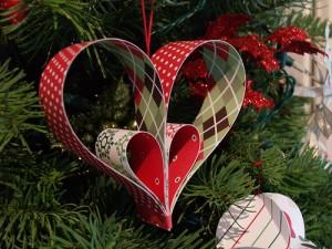 Decorazioni di Natale fai da te con la carta_i cuori