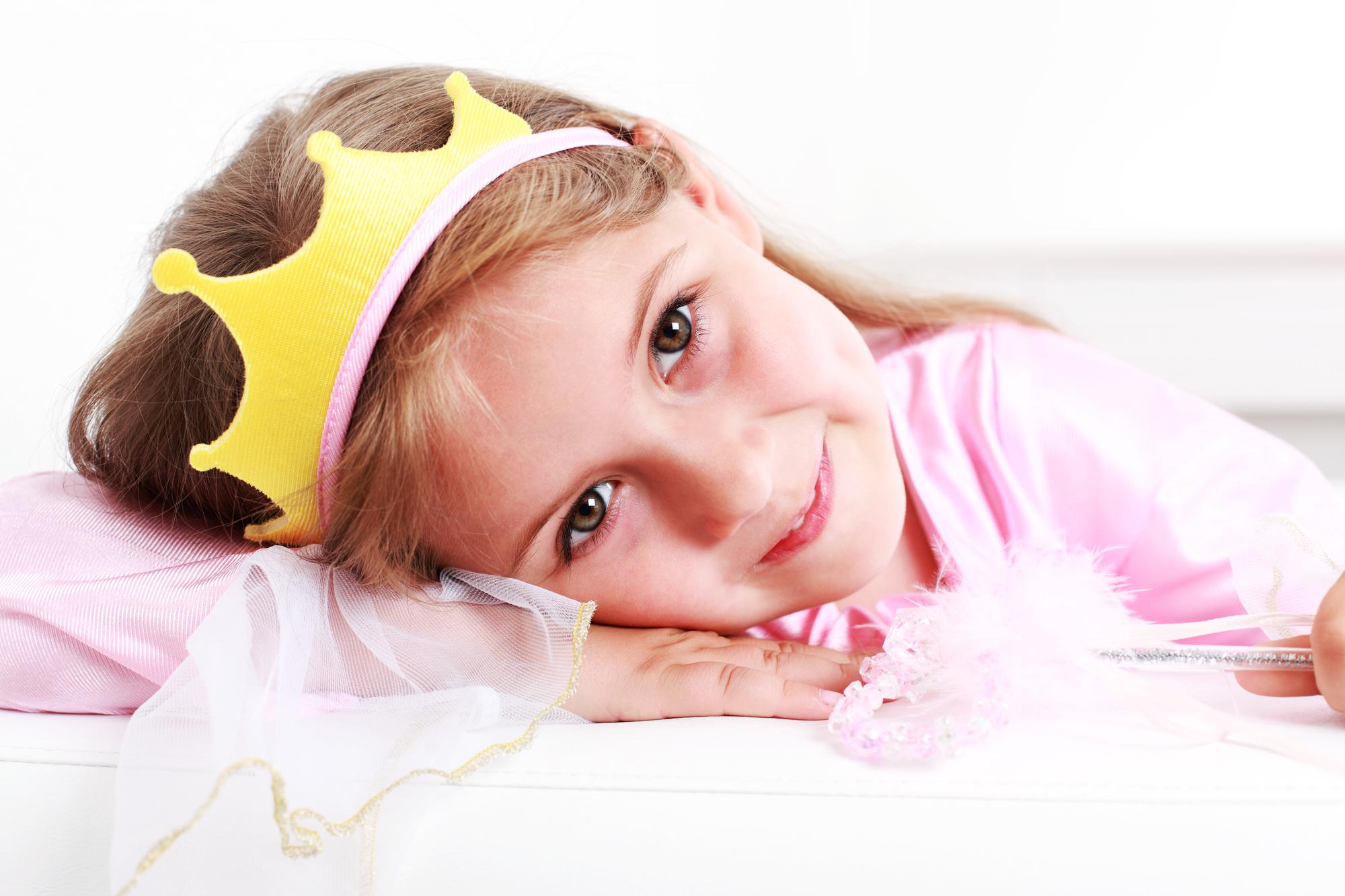 Festa a tema principesse fai da te_bambina con corona
