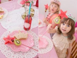 Festa a tema principesse fai da te_buffet-bacchetta magica con la frutta e tramezzino corona