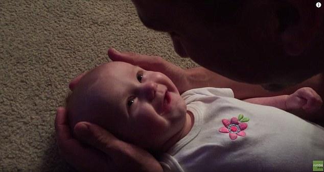 papà canta alla sua bimba video tenerissimo