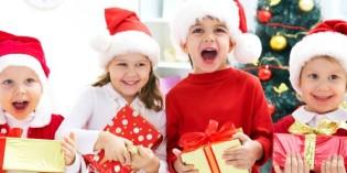 Bambini vestiti per le feste di Natale