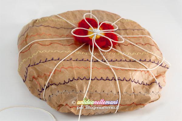 pacco-regalo-carta-da-pacchi-cucita