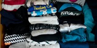 Come piegare le magliette e sistemarle nei cassetti
