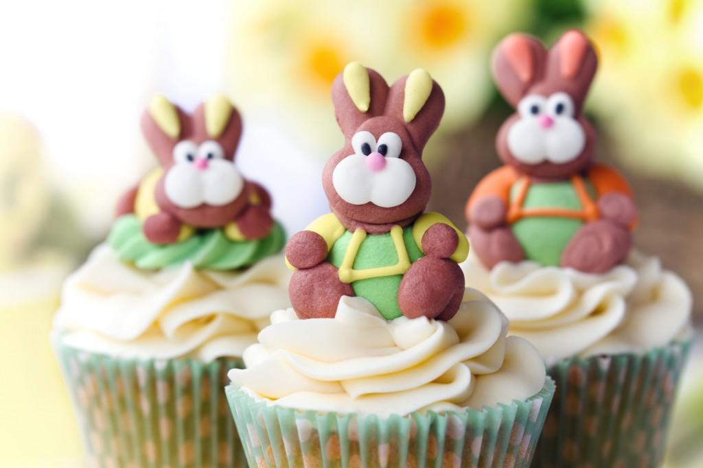 Come fare un coniglietto in pasta di zucchero_cupcake con frosting