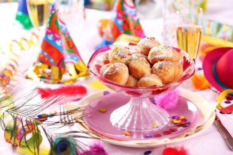 dolci tipici di carnevale_le castagnole con zuccherini colorati