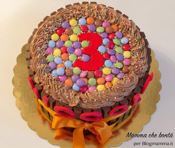 torta facile compleanno bambino con bastoncini di cioccolato