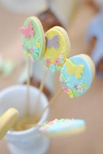biscotti di Pasqua con pasta di zucchero_uova con fiorellini