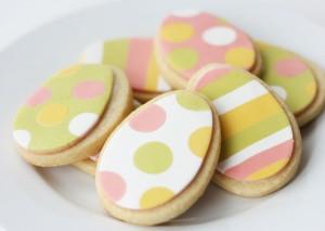 biscotti di Pasqua con pasta di zucchero_uova righe e pois