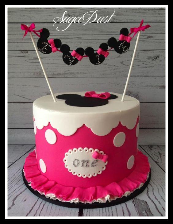 torte compleanno di Minnie con bandierine