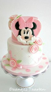 torte compleanno di Minnie con cuore