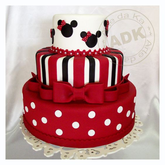 torte compleanno di Minnie rossa e bianca
