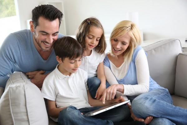controllare bambini quando usano tecnologia