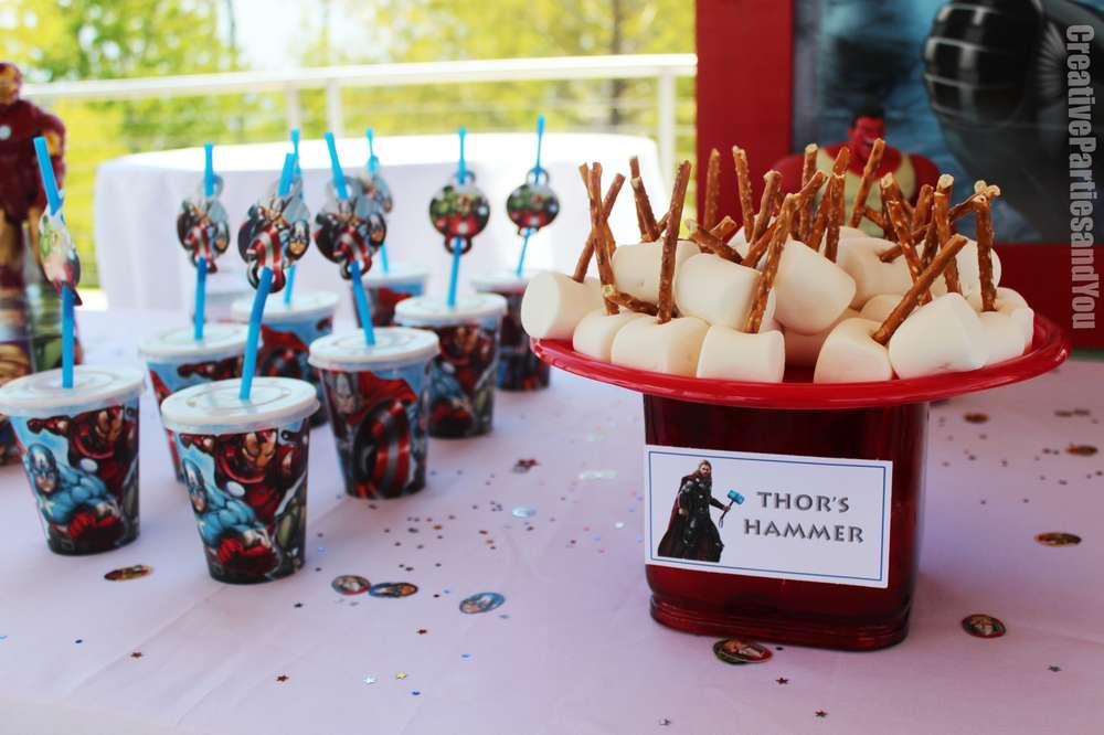 festa di compleanno degli avengers_martello di Thor
