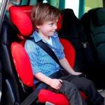Rialzo auto per bambini: quando si può usare