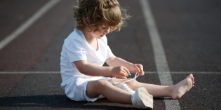 Come insegnare ad allacciare le scarpe a un bambino