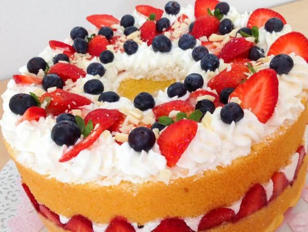 Torte di compleanno con la frutta for Idee per torte di compleanno