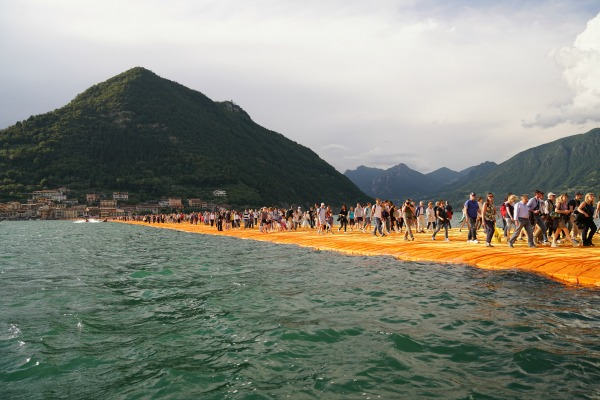 the floating piers bambini christo Wolfgang Volz