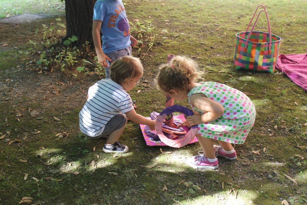 festa d'estate Disney Junior_ bambini con gioco degli anelli