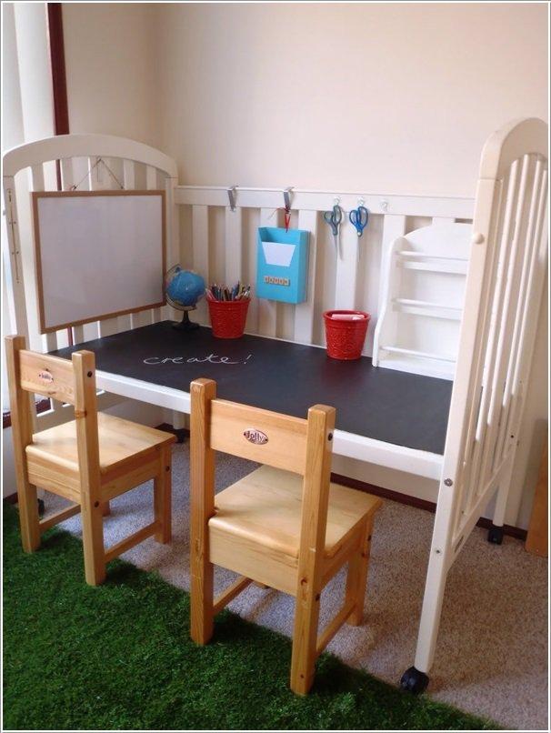 come riutilizzare un lettino da bambini_scrivania con lavagna