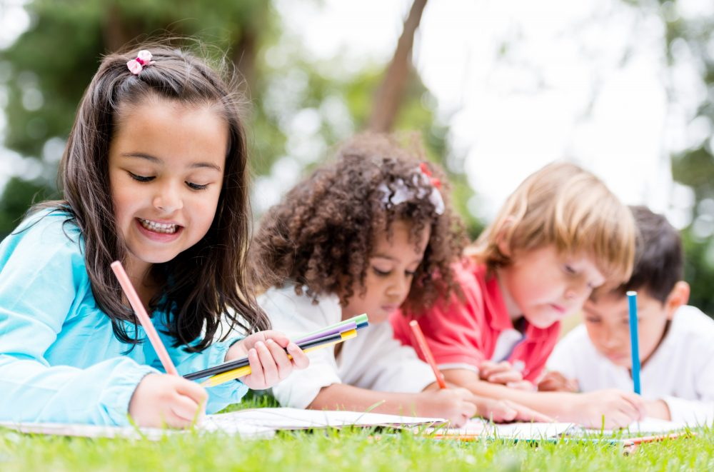 disegni da colorare in vacanza_gruppo bambini