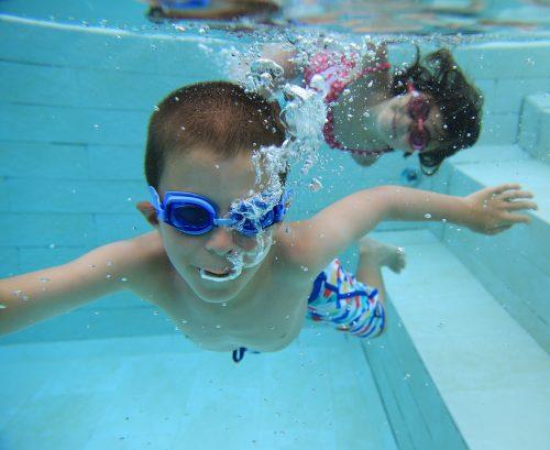 sport per i bambini, nuoto