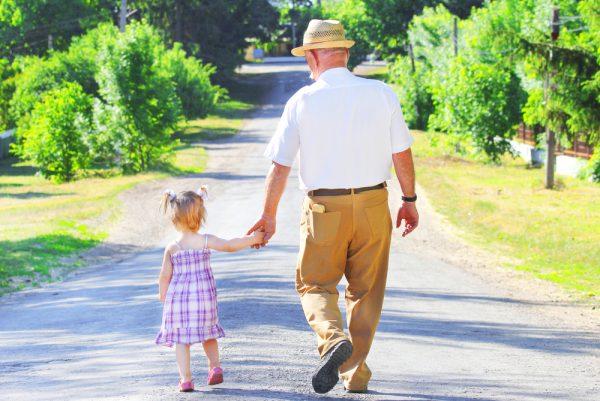 nonno e nipotina - festa dei nonni