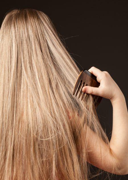 capelli lunghi da pettinare e incubo pidocchi
