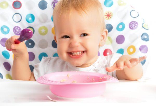 linea svezzamento Humana_bambina che mangia