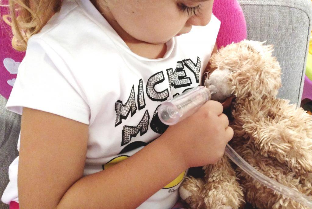 aspiratore-nasale-benny_prove-con-giocattoli