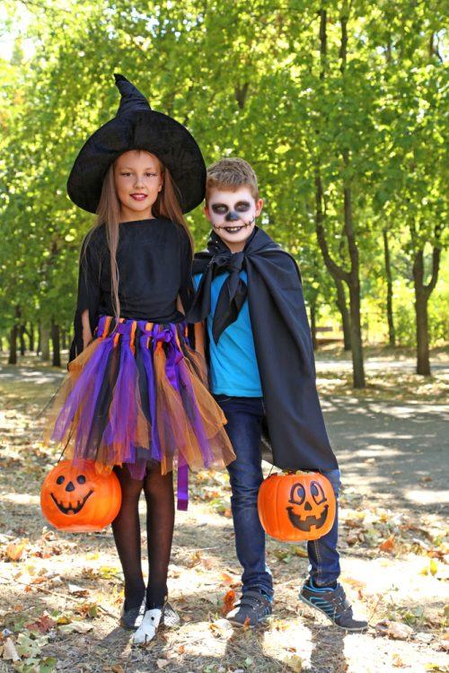 Conosciuto Costumi di Halloween fai da te facili e veloci: strega, fantasma  TT69