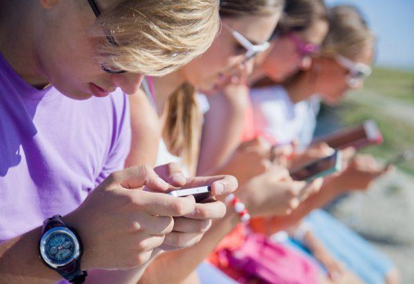 educare i figli a usare internet e i social newtork