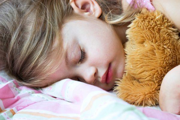 come aiutare il sonno dei bambini con il cibo