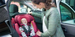 Seggiolino auto Bébé Confort AxissFix Plus e il bebè viaggia in sicurezza fin dalla nascita