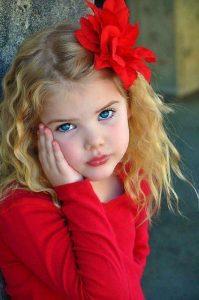 acconciature-bambina-per-recita-di-natale_fiore-rosso