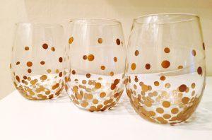 Come decorare i bicchieri per Natale_effetto-pois-dorati