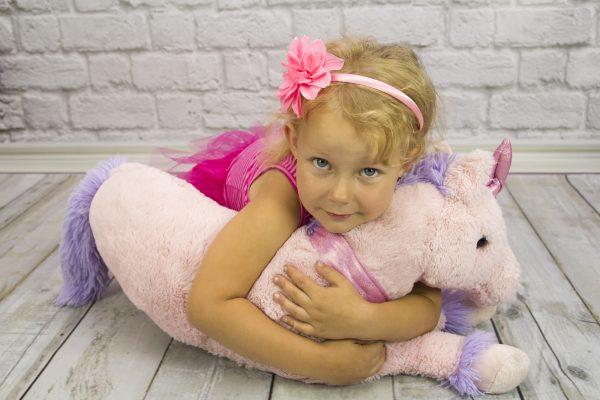 Costume di carnevale fai da te da unicorno per bambini_bambina con pupazzo