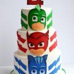 Torte di compleanno dei PJ Masks in pasta di zucchero con sagome personaggi